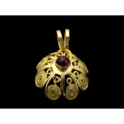 Sardinian filigree button pendant, 18 kt gold