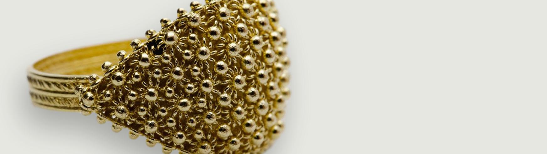 Fede sarda a nido d'ape realizzata a mano